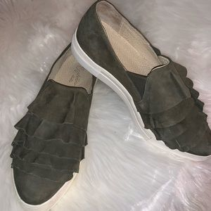 Seychelles olive green suede Quake sneakers Size 8